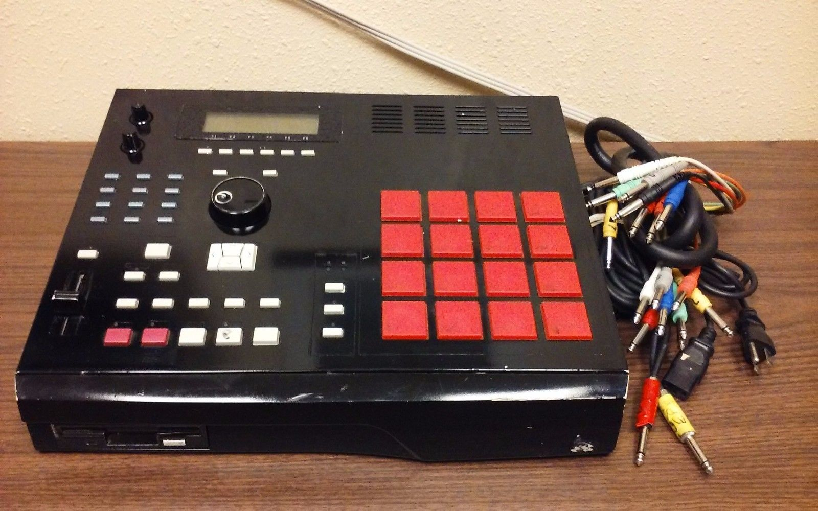 Mpchunter Blog Archive Custom Akai Mpc 2000 With 32mb Ram 8 Outs