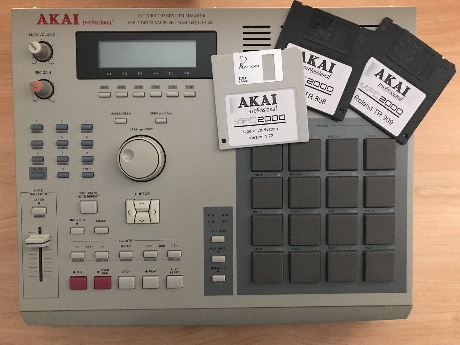 MPCHunter » Blog Archive » Akai MPC 2000 with 8-outs