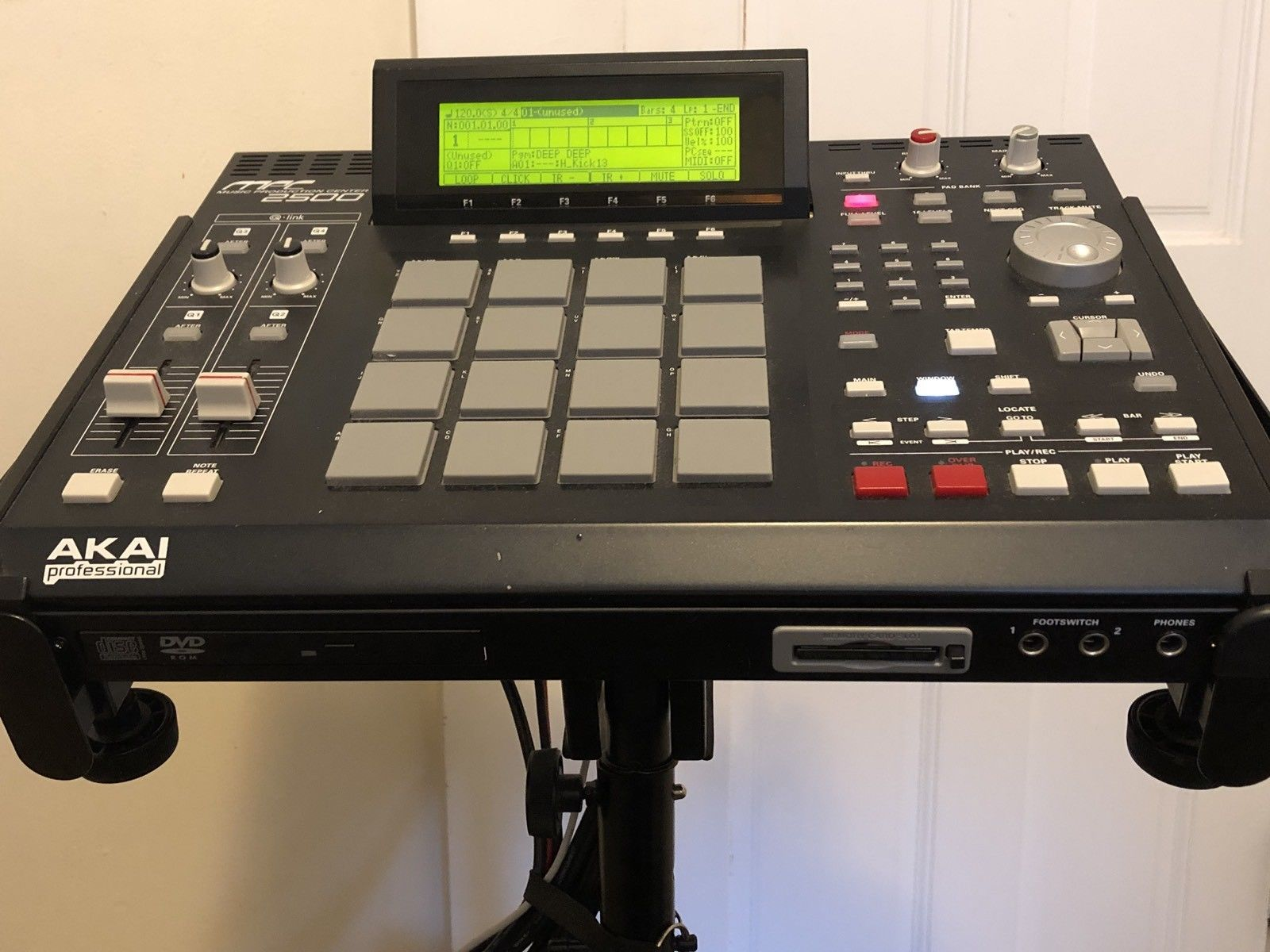 MPCHunter » Blog Archive » Akai MPC 2500 with 128MB RAM, DVD-ROM Drive